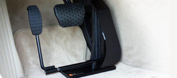 Pedal do acelerador a esquerda no pavimento DS-SA 197